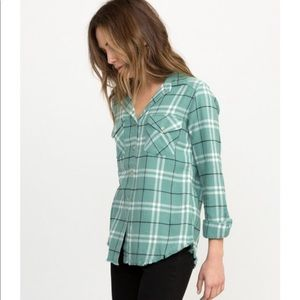 RVCA Tops - NWT In a haze plaid flannel shirt in sea wash